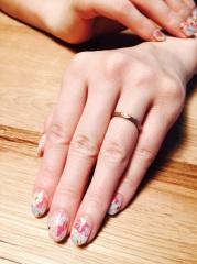 【Scintillante(シンティランテ)の口コミ】 このデザインの指輪は、艶消し加工が出来きます。指輪の色も、ホワイトゴー…