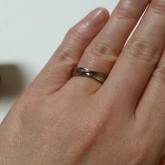 【BLESSの口コミ】 結婚指輪でも、日常的にずっとつけっぱなしにしたかったので、ステンレスで…