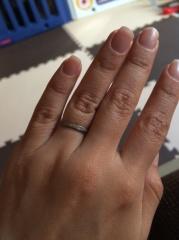 【4℃(ヨンドシー)の口コミ】 婚約指輪は2人で決めに行きました。旦那さんにどんなのが良いかを聞かれて…