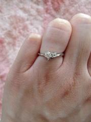 【アイプリモ(I-PRIMO)の口コミ】 あまり大きなダイヤは私の指には似合わないので、ダイヤの大きさとリングの…