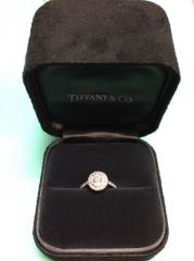 【ティファニー(Tiffany & Co.)の口コミ】 一般的な婚約指輪と言われているたてづめではなく変わったデザインの物が…