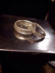 【goodman jewelry worksの口コミ】 全て手作りで自分たちが欲しい指輪を作っていただけます。 様々な店舗で指…