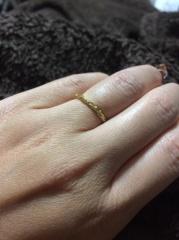 【LUCIE(ルシエ)の口コミ】 結婚指輪やシンプルなエタニティリングと組み合わせたかった為、細身でシ…