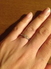 【エクセルコダイヤモンド(EXELCO DIAMOND)の口コミ】 ダイヤモンドが1つではなく、その周りにもあしらわれているところが気に入…