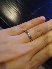 【Ponte Vecchio(ポンテヴェキオ)の口コミ】 メレダイヤがついており、指が綺麗に見えるボリュームとシンプルなデザイン…