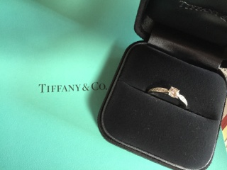 【ティファニー(Tiffany & Co.)の口コミ】 長く使えるもので、ダイヤモンドの指輪と一目見て分かる、婚約指輪らしい…
