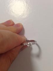 【ラザール ダイヤモンド(LAZARE DIAMOND)の口コミ】 ダイアモンドの輝きと、台座から石まで自分で好きなものを選べるところはあ…