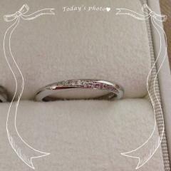 【トリニティ(Trinity)の口コミ】 婚約指輪と結婚指輪を一緒に付けてもダイヤが繋がって見えるように見える…