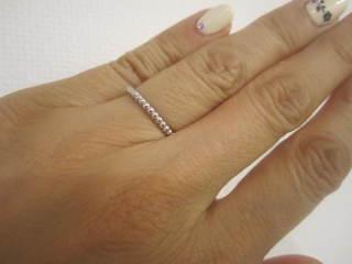 【ヴァン クリーフ&アーペル(Van Cleef & Arpels)の口コミ】 指がごつごつしていて指が太いので、シンプルでthe結婚指輪のような華なタ…