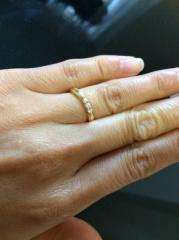 【エクセルコダイヤモンド(EXELCO DIAMOND)の口コミ】 デザインがとにかく素敵!!3つのダイヤは過去、現在、未来を表すものだそ…