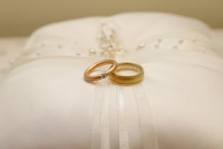 【NIESSING(ニーシング)の口コミ】 手がゴツゴツしていて黄味がかっています。 夫も私もプラチナで華奢な指輪…