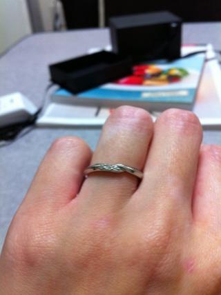【エクセルコダイヤモンド(EXELCO DIAMOND)の口コミ】 婚約指輪を購入しなかったため、結婚指輪は小さめの石がついたもので探し…