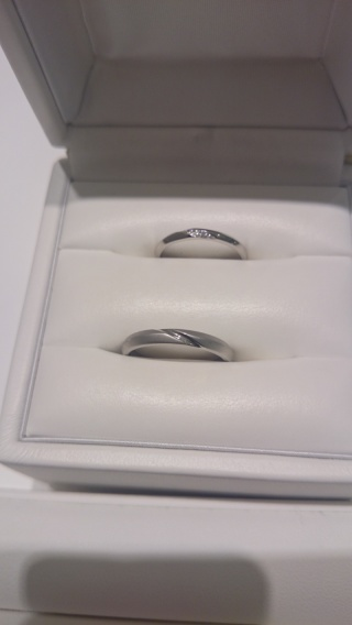 【Cafe Ring(カフェリング)の口コミ】 こちらのブランドの指輪は正円でないのが特徴で、掌側の金属が薄くなってい…