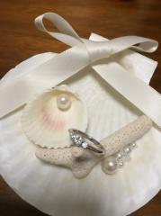 【銀座ダイヤモンドシライシの口コミ】 婚約指輪と重ねづけ出来る指輪だったこと、男女で少しデザインの違うものも…