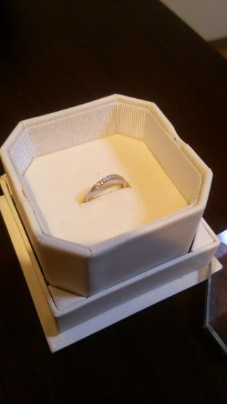 【4℃(ヨンドシー)の口コミ】 もともとS字かV字ラインの指輪をさがしていましたが、試着した中でも一番…