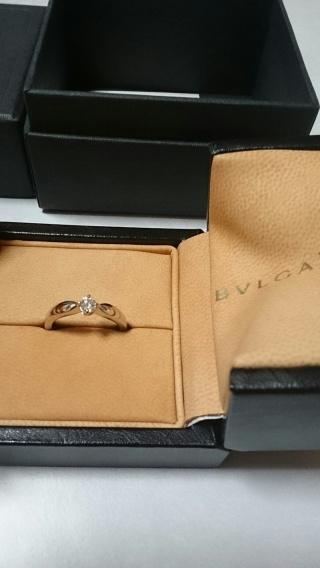 【ブルガリ(BVLGARI)の口コミ】 他にもキレイな指輪が多かったのですが、この指輪はシンプルで飾りすぎず…