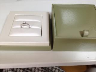 【ヴァン クリーフ&アーペル(Van Cleef & Arpels)の口コミ】 0.3カラットと、ダイヤモンドの中では小ぶりながらも、洗練された細身の…