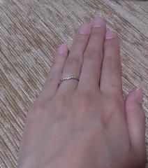 【ティファニー(Tiffany & Co.)の口コミ】 私も主人も指が細く関節がゴツゴツしたタイプなので、細身のリングを探して…