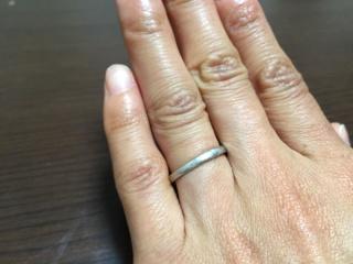 【4℃(ヨンドシー)の口コミ】 ダイヤが入ってるものと悩みましたが、普段はずさないでずっと身に付けてお…