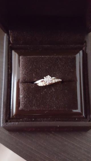 【アイプリモ(I-PRIMO)の口コミ】 婚約指輪は通常1色使いが多いのですが、今回選んだ指輪は2色使用している…