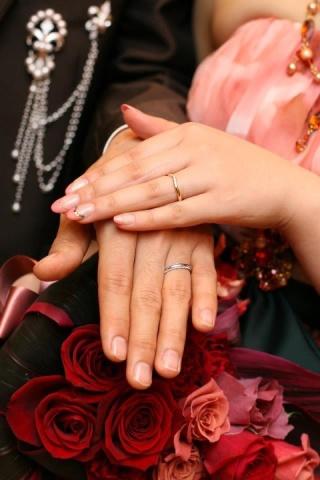 【ティファニー(Tiffany & Co.)の口コミ】 指輪をつけた時のつけ心地の良さと指を長く見せてくれるV字のデザインに一…