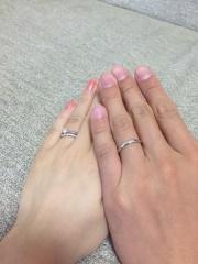 【銀座ダイヤモンドシライシの口コミ】 結婚指輪にも小さなダイヤモンドがたくさん入っているデザインがとても気に…