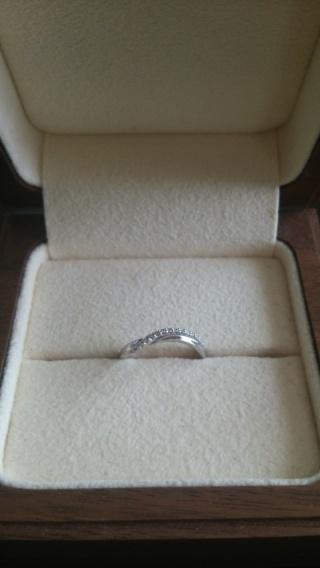 【Ponte Vecchio(ポンテヴェキオ)の口コミ】 サプライズでいただいた婚約指輪がSラインのものだったので、重ねてつけ…