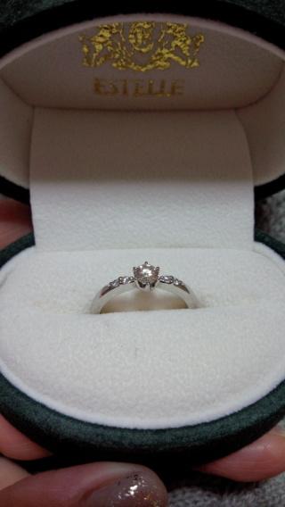【ESTELLE(エステール)の口コミ】 シンプルなデザインですが、ダイヤモンドのカットにこだわりがあり、どこか…