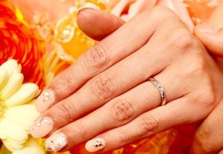 【ラザール ダイヤモンド(LAZARE DIAMOND)の口コミ】 男性はシンプル、女性ものは少しキラキラがいいというデザインの希望と、婚…