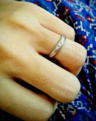 【アイプリモ(I-PRIMO)の口コミ】 最初から婚約指輪は不要でしたので、結婚指輪にはダイヤモンドが入っている…