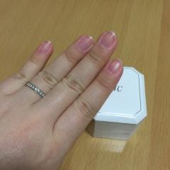 【4℃(ヨンドシー)の口コミ】 婚約指輪だからといって、大粒ダイヤがひとつ付いているデザインは、色々な…