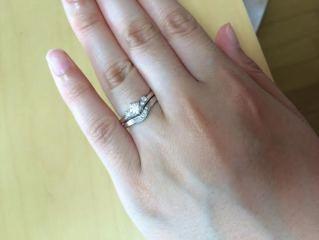 【銀座ダイヤモンドシライシの口コミ】 形が真っ直ぐではなく、少し変化があるものが良かった。 色々試着しました…