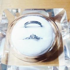 【アイプリモ(I-PRIMO)の口コミ】 私は頂いた側ですが彼曰く、 横から見た時のハートデザインや大きなダイヤ…