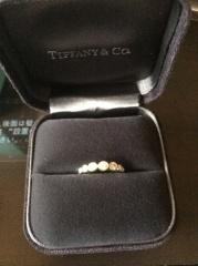 【ティファニー(Tiffany & Co.)の口コミ】 いかにも婚約指輪!という感じが個人的に少し嫌だったので、あえて横並びの…
