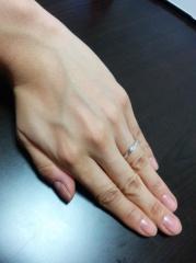 【ガラOKACHIMACHIの口コミ】 婚約指輪と重ね着けできるデザイン、質、価格が決め手でした。 もともとカ…