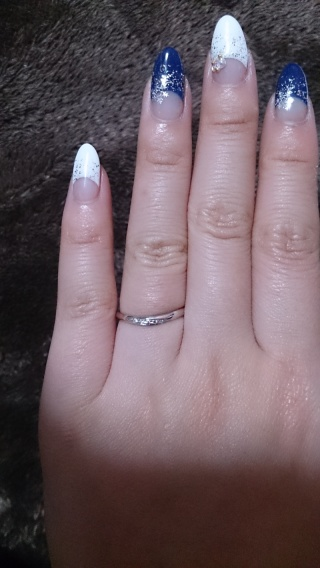 【銀座ダイヤモンドシライシの口コミ】 指が細く見えるように、カーブのデザインを探していました。 6店舗でたく…