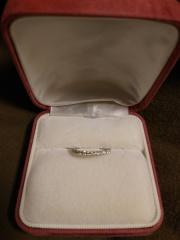 【4℃(ヨンドシー)の口コミ】 結婚指輪だけかと思っていたら、彼がサプライズで買ってくれました。あん…