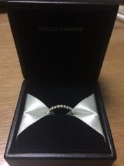 【エクセルコダイヤモンド(EXELCO DIAMOND)の口コミ】 婚約指輪は普段使いもできるようにエタニティリングを探していました。沢…