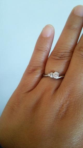 【組曲ジュエリーの口コミ】 いかにもな立て爪のデザインが嫌だったので結婚してからもつけられるような…
