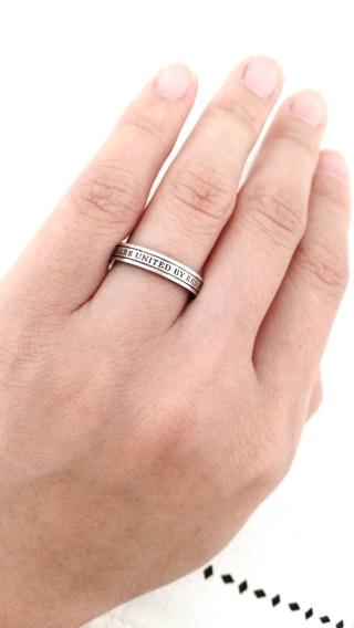 【e−宝石屋の口コミ】 指の当たる裏面に赤い糸が埋め込まれているのがとても魅力的で一目惚れで…