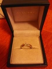 【ブルガリ(BVLGARI)の口コミ】 こちらの婚約指輪を選んだのは丸みがあるデザインとダイヤモンドの輝きで…