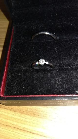 【ラザール ダイヤモンド(LAZARE DIAMOND)の口コミ】 ダイヤモンドは小ぶりですが、高い技術のブリリアントカットでどんな照明の…