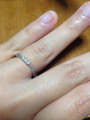 【アンジェリックフォセッテ(Angelique Fossette)の口コミ】 ダイヤの大きさ、数とミルうちのデザインが大変気に入り購入した。 価格も…