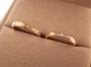 【ORECCHIO(オレッキオ)の口コミ】 今まで結婚指輪を見たことがなかったので、いざ結婚指輪を探そうとすると …