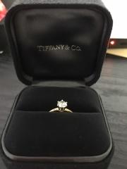 【ティファニー(Tiffany & Co.)の口コミ】 THE婚約指輪が欲しく、買って頂けるなら一粒石!と決めておりました。 ま…