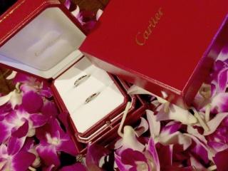 【カルティエ(Cartier)の口コミ】 結婚指輪は婚約指輪とは違って結婚後は常につけておくものなのでシンプルな…