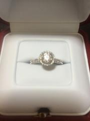 【カルティエ(Cartier)の口コミ】 カルティエで欲しかったので、その中から選びました。周りにダイヤが付い…