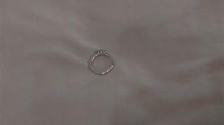 【4℃(ヨンドシー)の口コミ】 この指輪の決め手は、シンプルだけどさりげなく輝く、洗練されたデザイン…