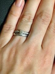 【ティファニー(Tiffany & Co.)の口コミ】 豪華なダイヤモンドが中央のみならず、周りにまでたっぷりと埋め込まれてい…