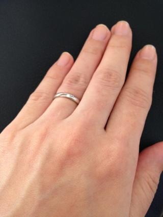 【ラザール ダイヤモンド(LAZARE DIAMOND)の口コミ】 日常生活に飽きのこないシンプルなデザインにダイヤモンドが小さいながら…